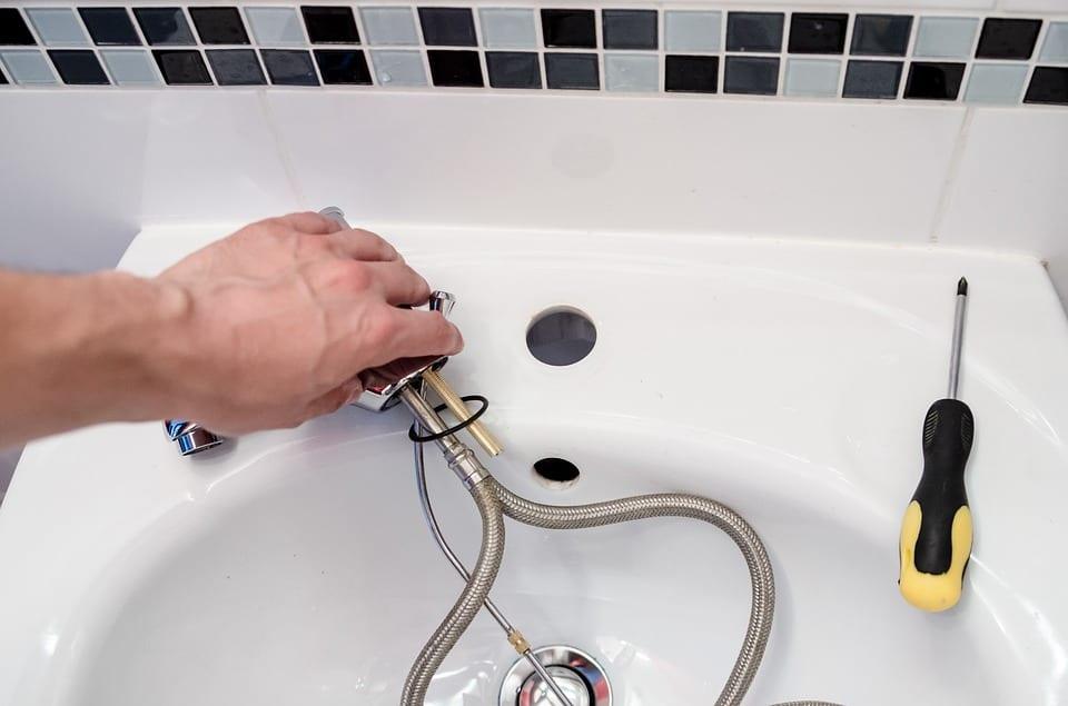 In cosa può aiutarci un idraulico?