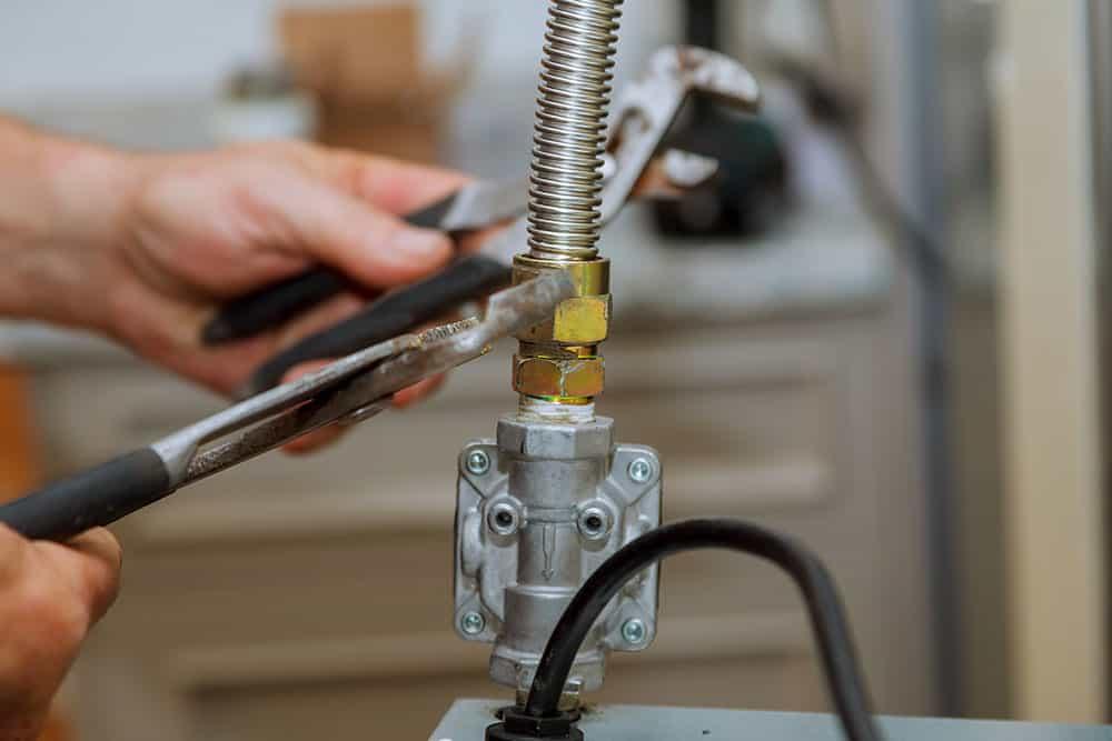 Sostituzione tubo gas fornelli con tubo acciaio Flex a Norma